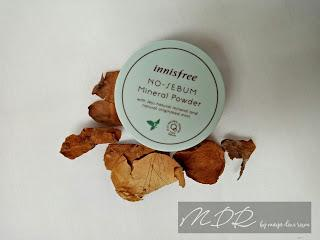 Review Innisfree No sebum Mineral Powder by Maya Dewi Resmi
