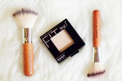 Review Maybelline FIT ME! SET + SMOOTH Powder - 220 Natural Beige