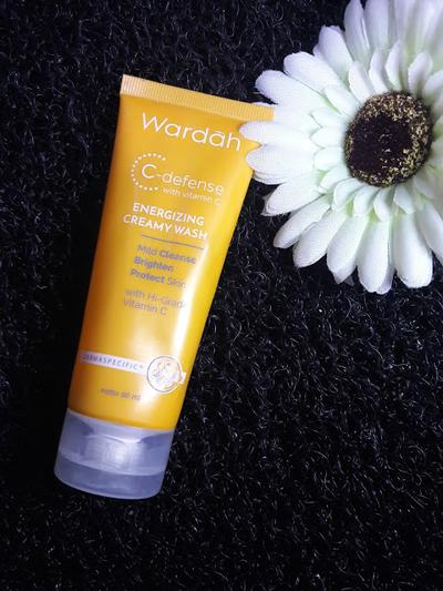 wardah C-defense creamy wash