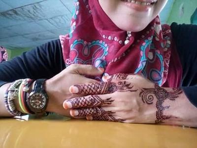 Henna, Alternatif Seni Melukis Tubuh yang Lebih Aman, Halal dan Bikin Cantik