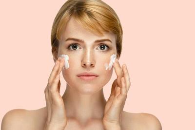 5 Cleansing Oil Tercepat Bersihkan Makeup Tanpa Kapas