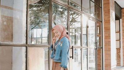 Cobain Gaya Fashion Hijab dengan Rok, Buat Kamu Lebih Trendy