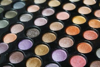 Eyeshadow Palette Murah & Pigmented Andalan Beauty Blogger