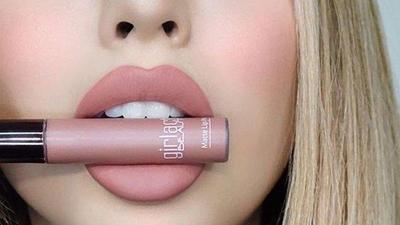 Wajib Dicoba! Rekomendasi Lipstik Nude, Untuk Bibir Gelap