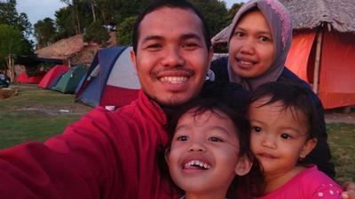 Kemah Keluarga Komunitas HS Gemilang di Pantai Elyora Barelang Batam
