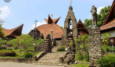 Menjelajahi Wisata Religi, Gereja Unik Puh Sarang Kediri