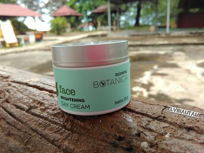 Mineral Botanica Brightening Day Cream