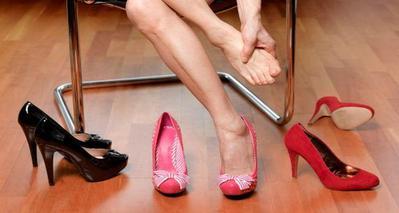 Cara Untuk Mengetahui Kamu Tengah Salah Mengenakan Sepatu