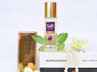 Review Safi Age Defy Gold Water Essence, Super Awet dan Lembab di Wajah