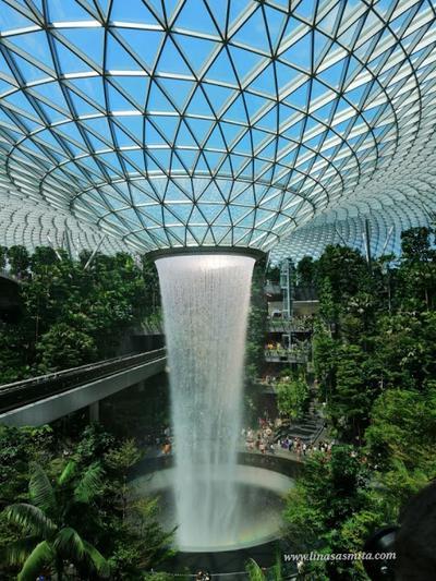 Menilik Jewel Changi Airport Air Terjun Indoor Tertinggi  di Dunia